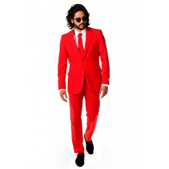 Luxe rood heren kostuum. luxe pak voor heren in het fel rood, met getailleerd colbert. het pak is gemaakt van ...
