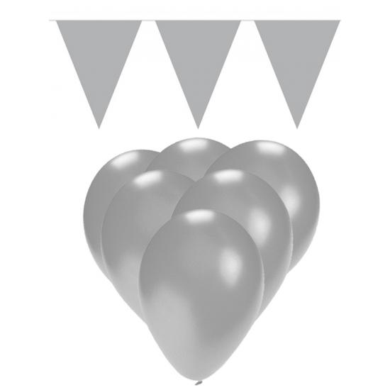 Zilveren versiering 15 ballonnen en 2 vlaggenlijnen