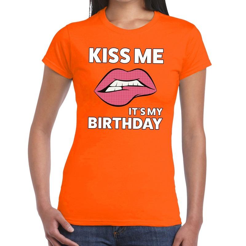 Kiss me it is my birthday t-shirt oranje dames