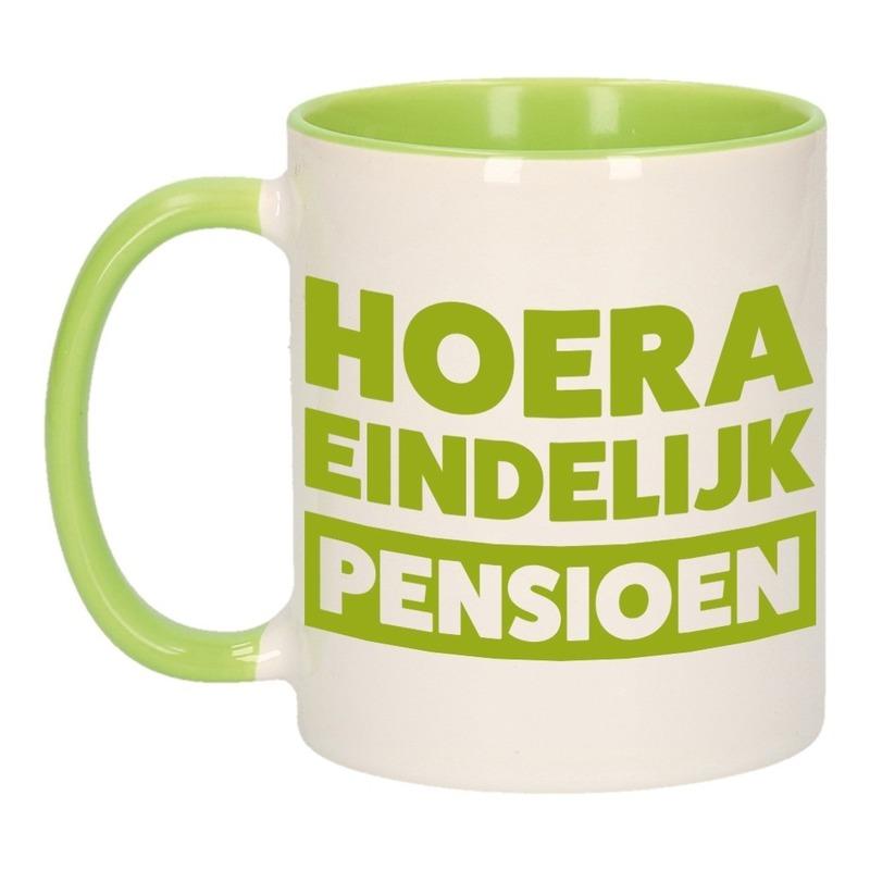 Pensioen mok / beker groen Hoera eindelijk met pensioen 300 ml