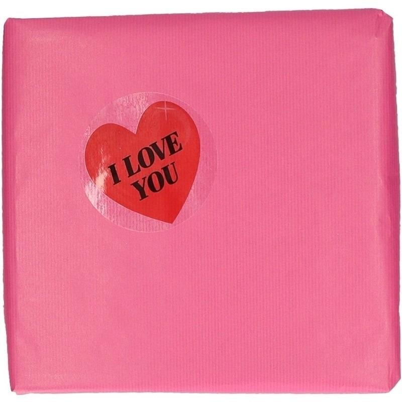 Valentijn roze cadeaupapier met hartjessticker