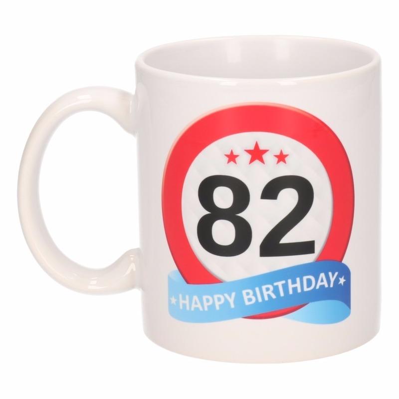 Verjaardag 82 jaar verkeersbord mok - beker